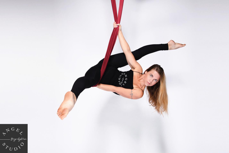 Aerial Yoga bộ môn của những cô nàng yêu cái đẹp - Ảnh 4.