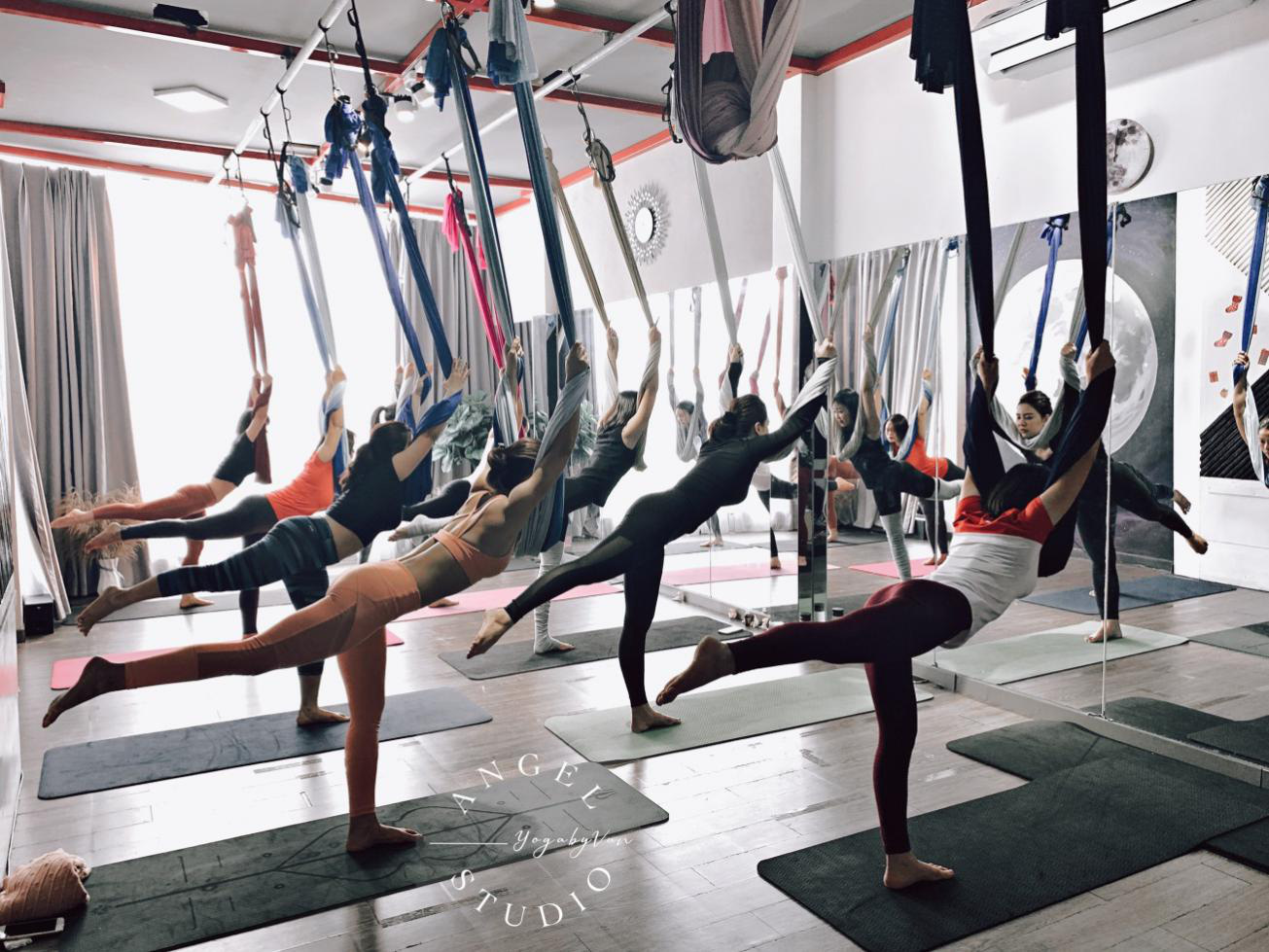Aerial Yoga bộ môn của những cô nàng yêu cái đẹp - Ảnh 5.