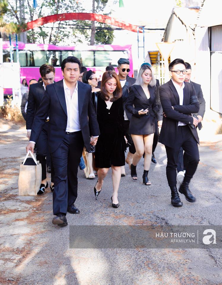 Tiệc cưới chính thức của Tóc Tiên và Hoàng Touliver: Kelbin, Tiên Tiên cùng nhiều nghệ sĩ váy áo lộng lẫy bí mật xuất hiện - Ảnh 11.