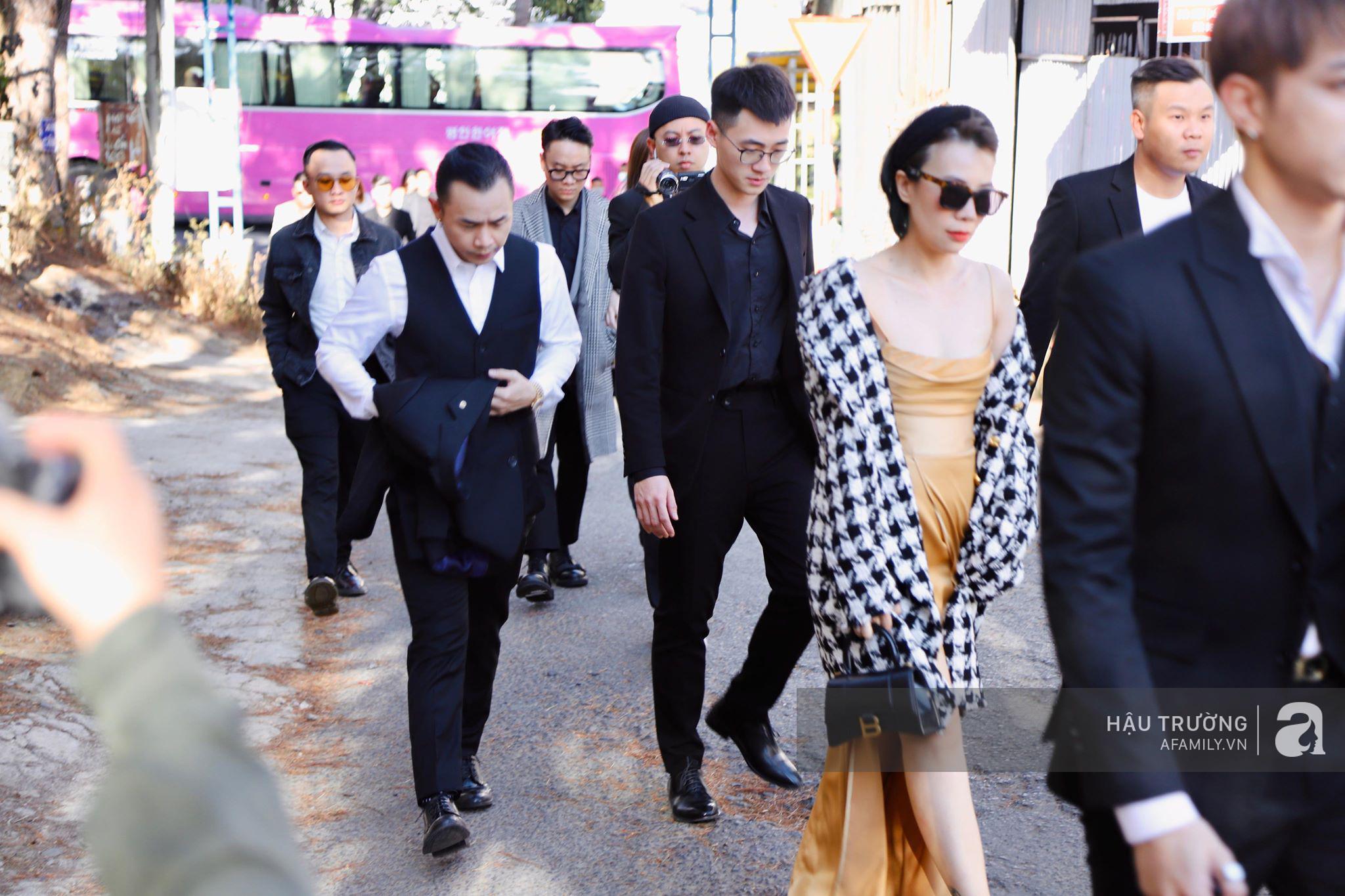 Tiệc cưới chính thức của Tóc Tiên và Hoàng Touliver: Kelbin, Tiên Tiên cùng nhiều nghệ sĩ váy áo lộng lẫy bí mật xuất hiện - Ảnh 10.