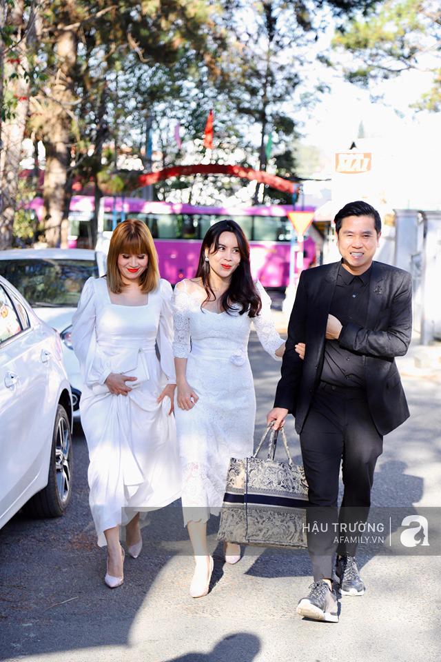 Tiệc cưới chính thức của Tóc Tiên và Hoàng Touliver: Kelbin, Tiên Tiên cùng nhiều nghệ sĩ váy áo lộng lẫy bí mật xuất hiện - Ảnh 13.
