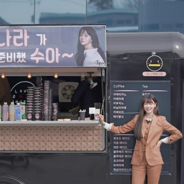 """Một mực phủ nhận hẹn hò nhưng Lee Jong Suk lại bí mật gửi """"tín hiệu tình yêu"""" tới phim trường Itaewon Class để cổ vũ bạn gái tin đồn - Ảnh 2."""