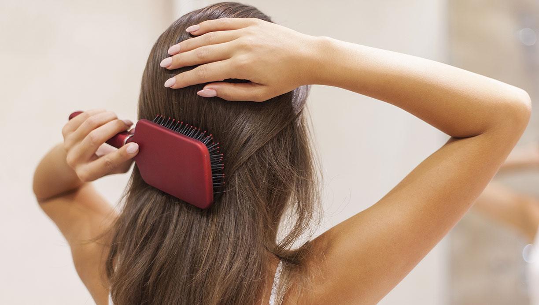 Ngay từ bước chải đầu chưa chắc bạn đã làm đúng thì bảo sao tóc cứ mãi xơ xác chẻ ngọn  - Ảnh 3.