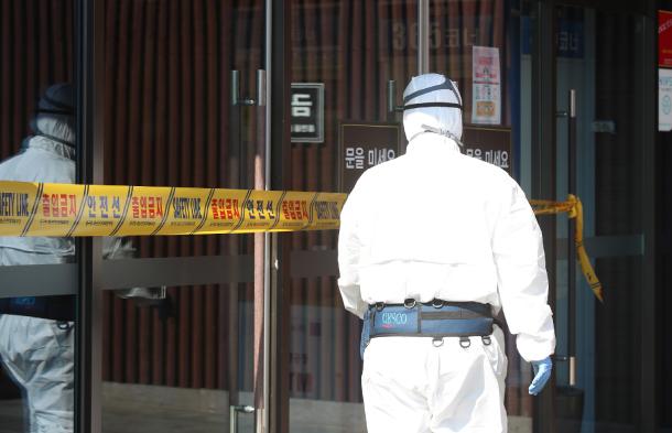 """Toàn bộ hành trình đi lan truyền virus của """"Bệnh nhân 31"""" siêu lây nhiễm ở Hàn Quốc, cư dân mạng bất bình gọi là """"bà cứng đầu"""" - Ảnh 2."""