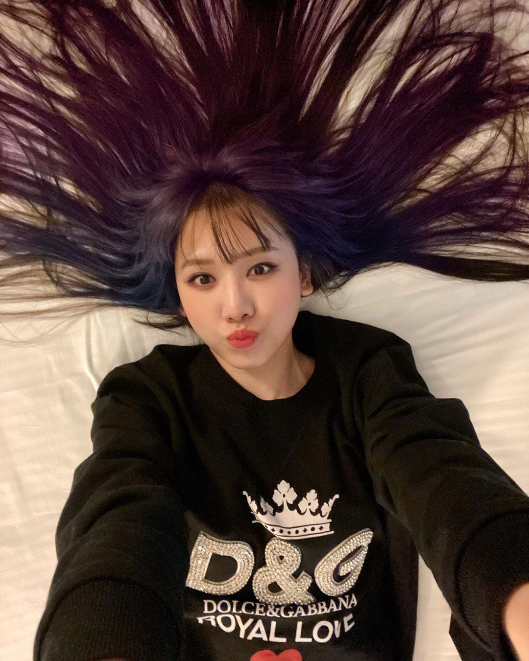 Hơn 30 tuổi đầu, lần đàu tiên trong cuộc đời Hari Won chơi lớn đến mức này: Nhuộm hẳn tóc tím omber chất nhất quả đất luôn - Ảnh 2.
