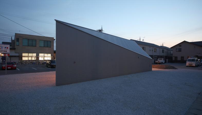 Nhà ở gây thương nhớ với thiết kế lấy cảm hứng từ hình dạng của viên kim cương - Ảnh 3.