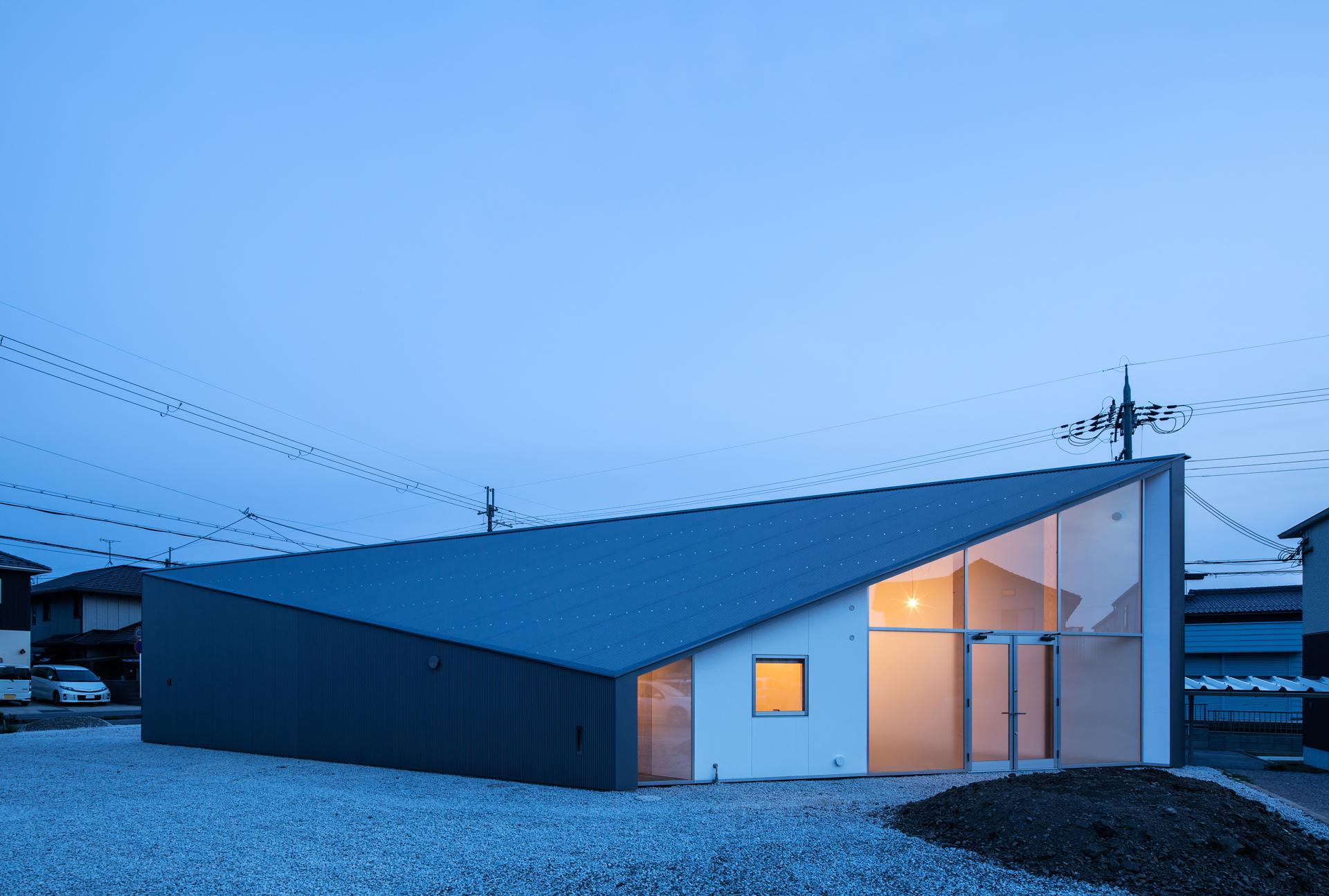 Nhà ở gây thương nhớ với thiết kế lấy cảm hứng từ hình dạng của viên kim cương - Ảnh 1.