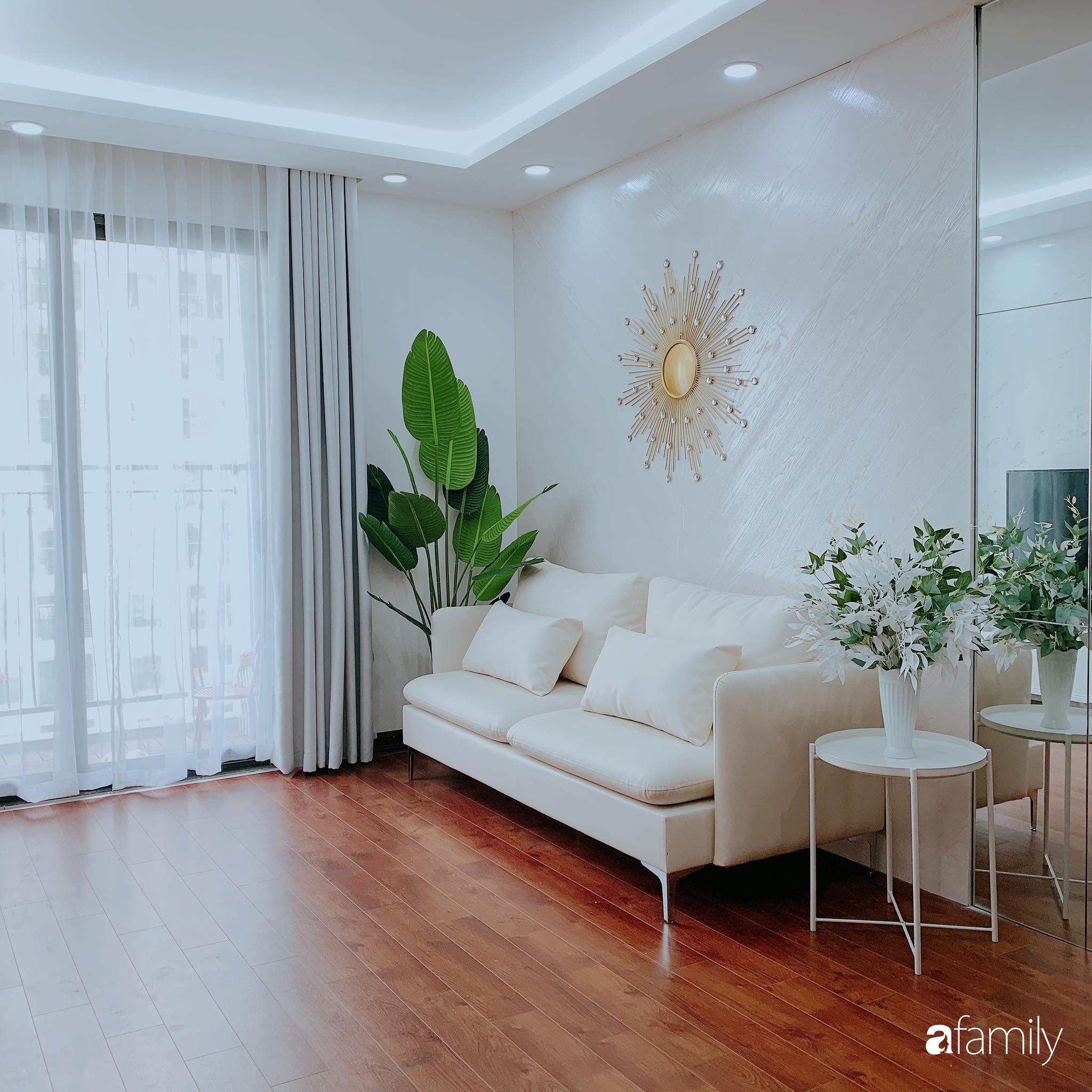 Căn hộ 90m² như được nhân đôi không gian nhờ cách decor khéo léo với màu trắng - ghi ở Hà Nội - Ảnh 4.