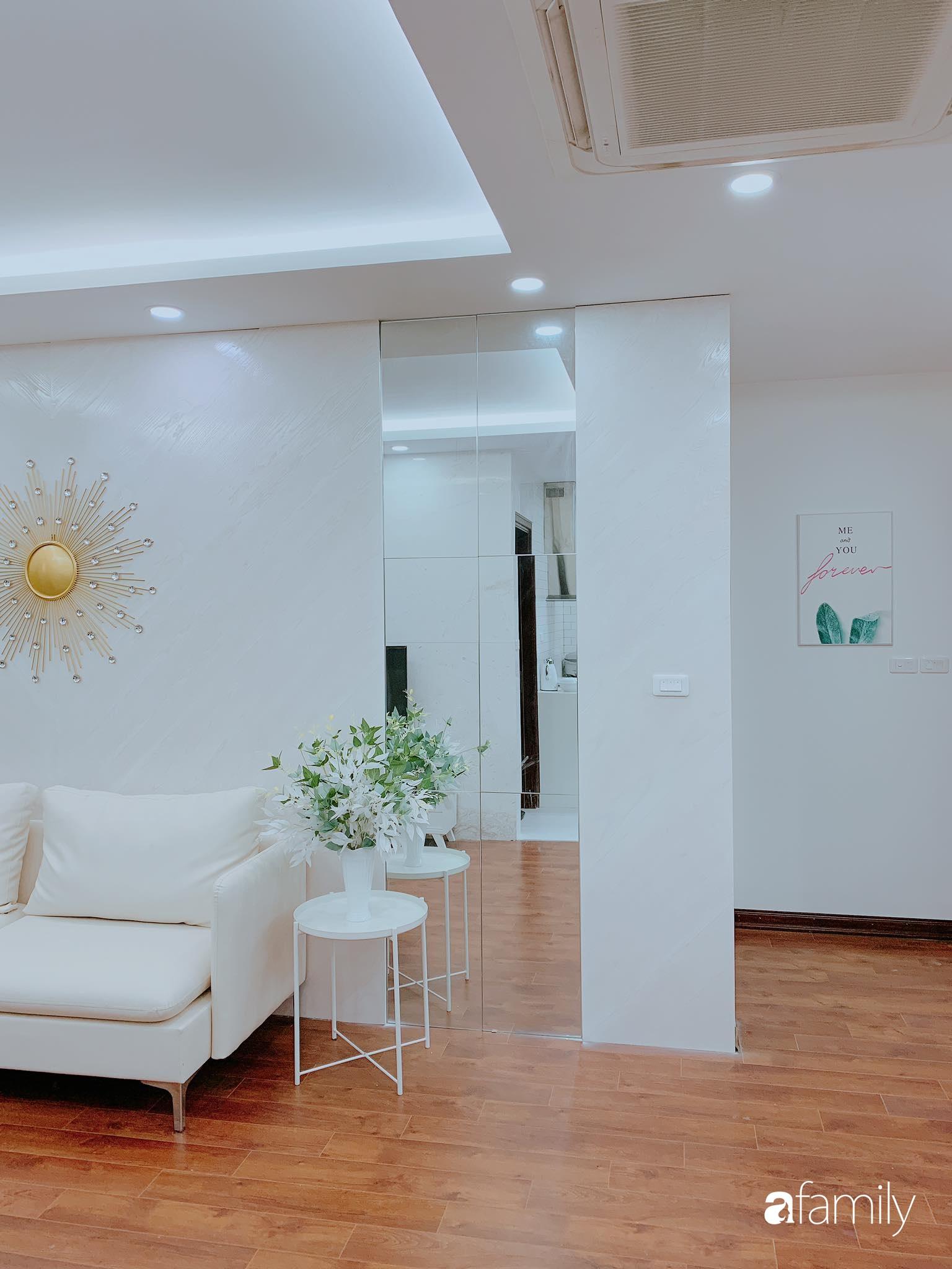 Căn hộ 90m² như được nhân đôi không gian nhờ cách decor khéo léo với màu trắng - ghi ở Hà Nội - Ảnh 5.