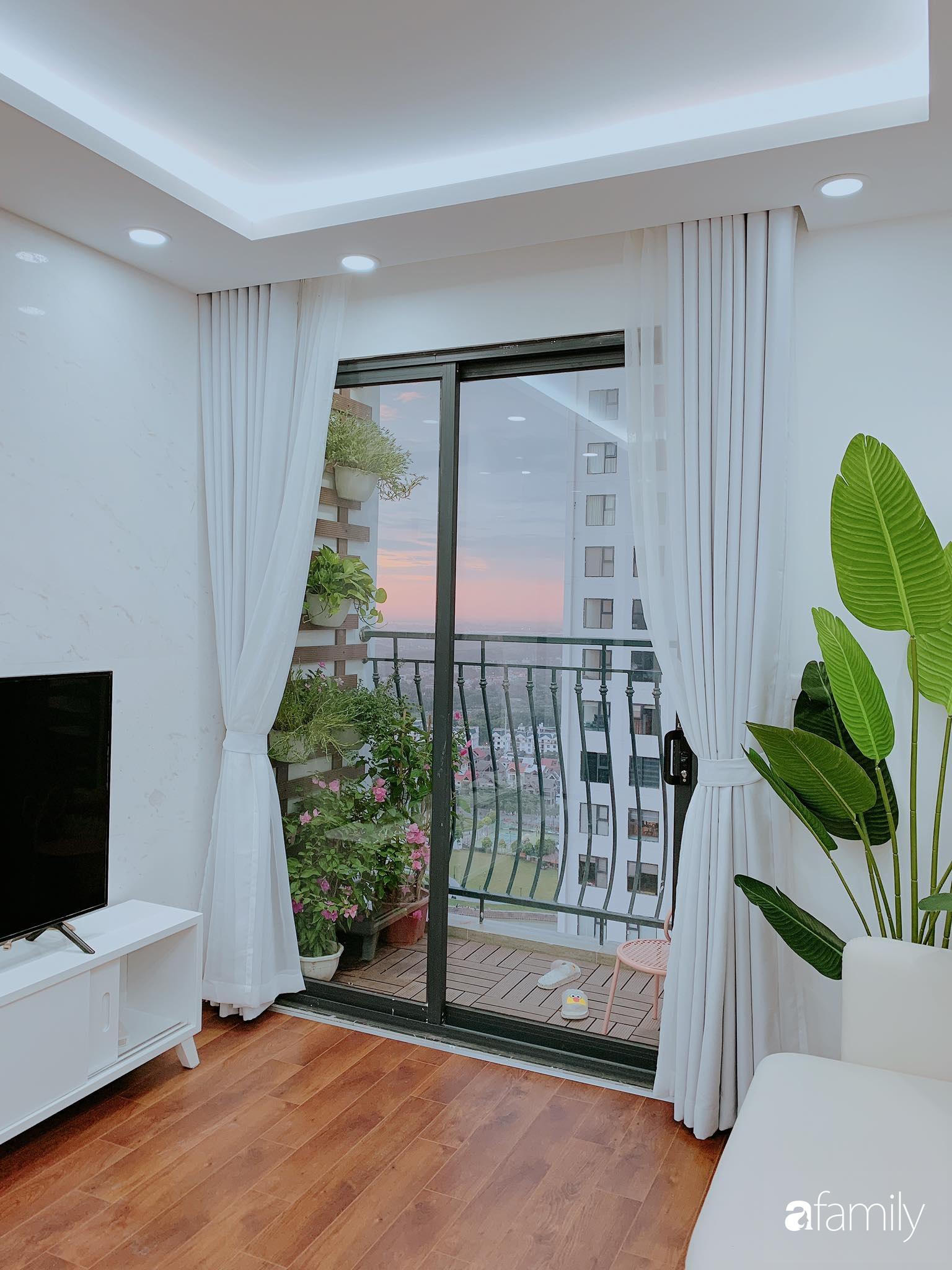 Căn hộ 90m² như được nhân đôi không gian nhờ cách decor khéo léo với màu trắng - ghi ở Hà Nội - Ảnh 1.