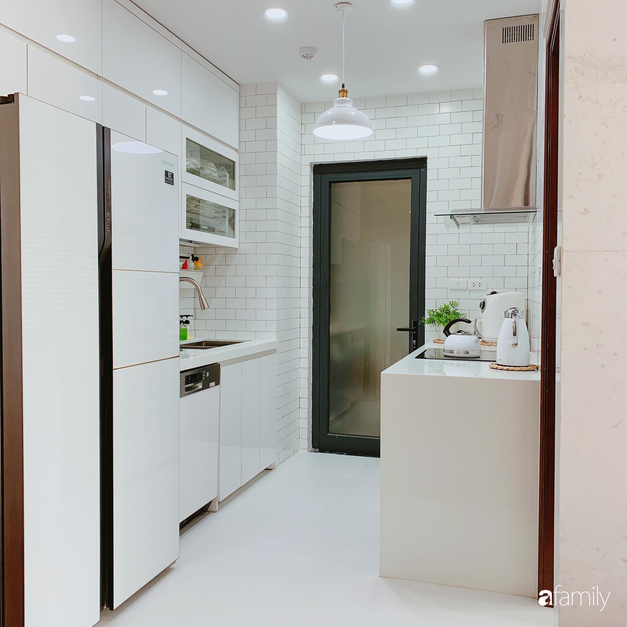 Căn hộ 90m² như được nhân đôi không gian nhờ cách decor khéo léo với màu trắng - ghi ở Hà Nội - Ảnh 9.