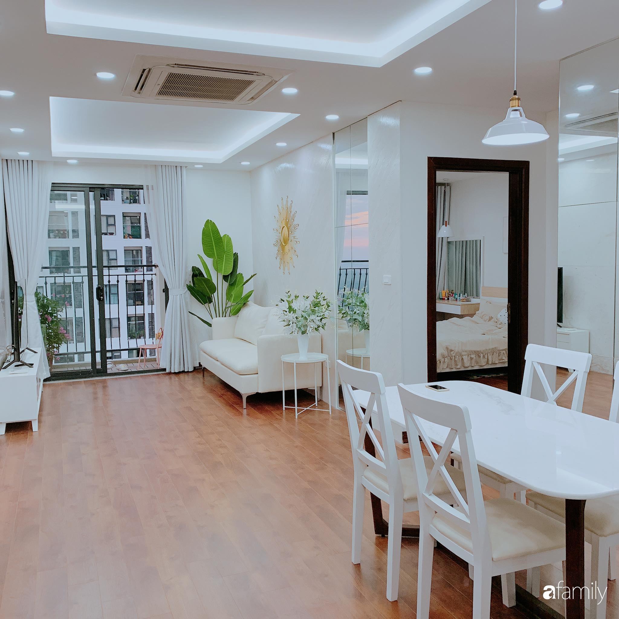 Căn hộ 90m² như được nhân đôi không gian nhờ cách decor khéo léo với màu trắng - ghi ở Hà Nội - Ảnh 3.