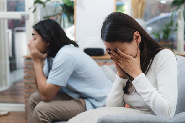 Đêm trước ngày ra tòa làm thủ tục ly hôn, vợ bỗng xuất hiện trước cửa nhà tôi với đôi mắt đỏ hoe và bật khóc thì thào lời xin lỗi - Ảnh 1.