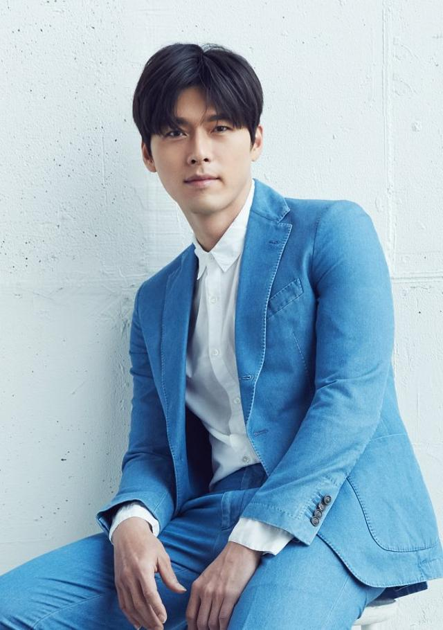 """Loạt ảnh tuổi 23 của Hyun Bin gây bão weibo vì sở hữu """"combo"""" gây sát thương:  Góc nghiêng cực phẩm lại thêm má lúm đồng tiền  - Ảnh 6."""