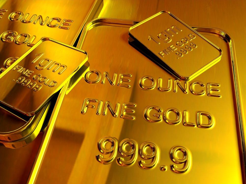 Chị em công sở rủ nhau rút tiết kiệm trước hạn để mua vàng vì giá vàng lên cao, có nên không? - Ảnh 2.
