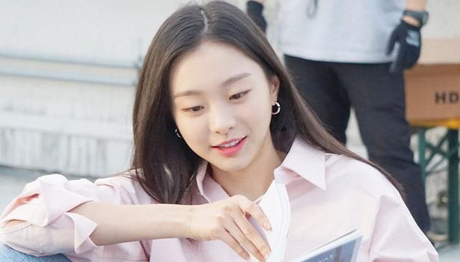 """Trước khi làm nữ quái """"Itaewon Class"""", Kim Da Mi cũng tóc dài nữ tính như bao cô nàng bánh bèo khác - Ảnh 3."""