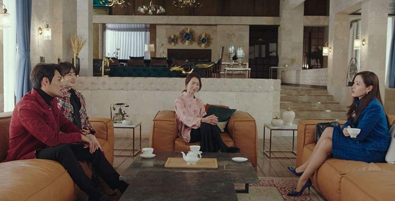 Một bộ đầm Chanel cả dàn sao Hoa - Việt - Hàn đụng độ: Chị đẹp Son Ye Jin sang chảnh ngút ngàn nhưng cây đồ của Jennie trị giá hơn 360 triệu mới là điều đáng nói - Ảnh 1.