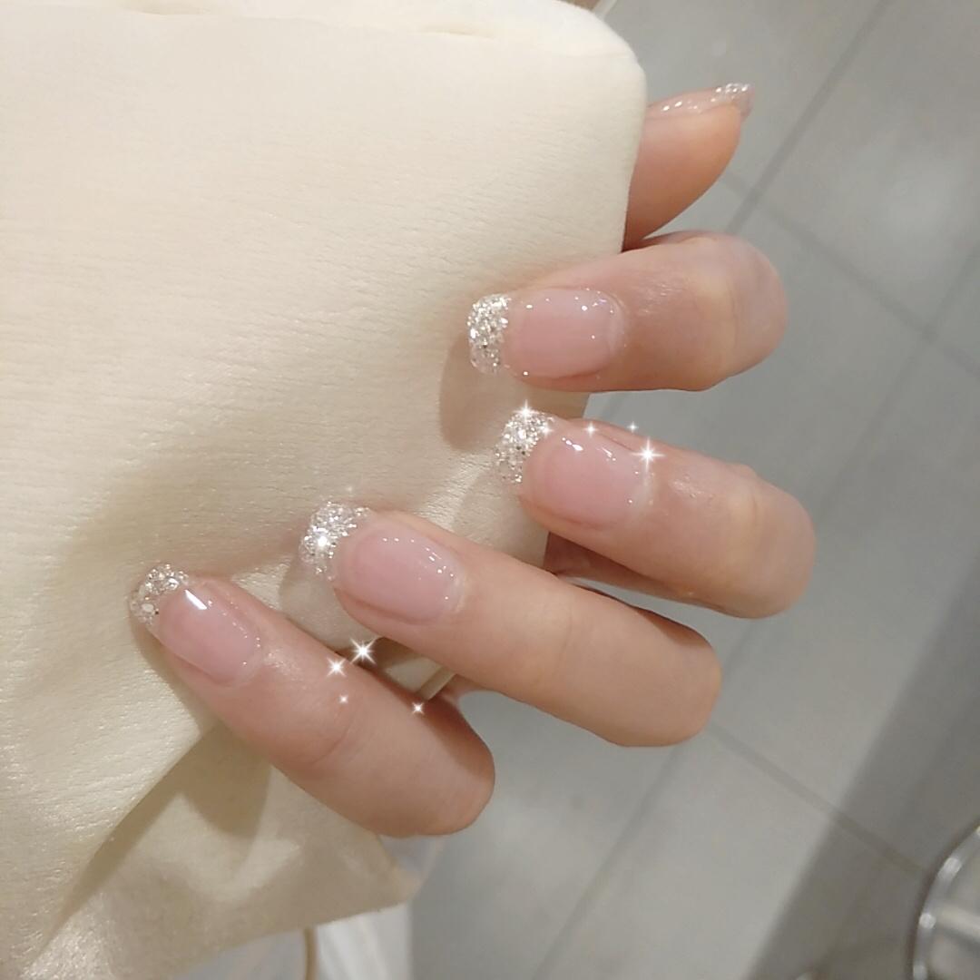 Gợi ý loạt mẫu nails vùa xinh lại đơn giản dành cho các cô dâu  - Ảnh 1.