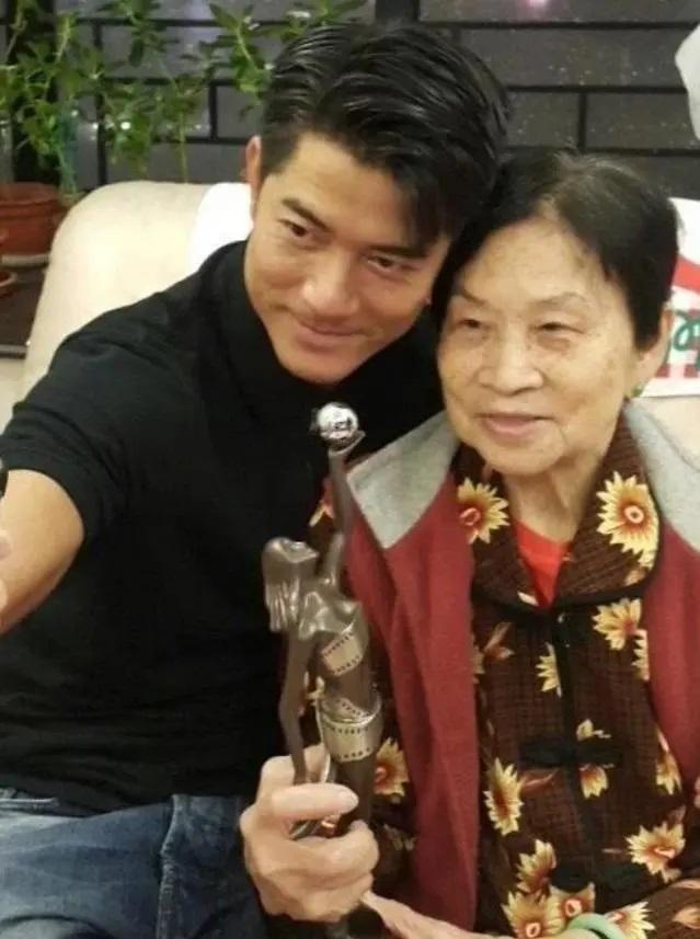 Mẹ Quách Phú Thành qua đời, nam thiên vương Hong Kong thậm chí không thể nhìn mặt lần cuối vì bận lưu diễn nước ngoài - Ảnh 3.