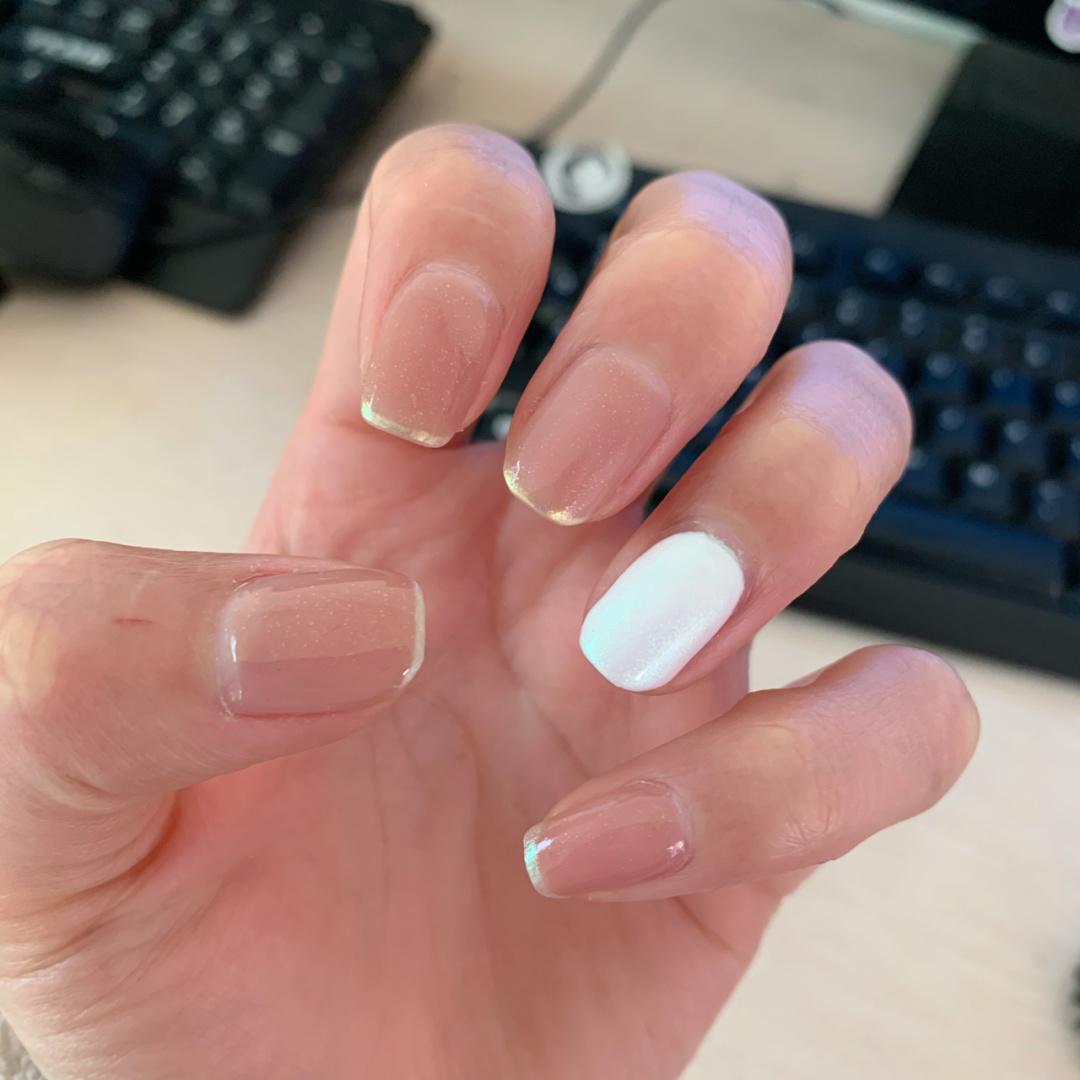 Gợi ý loạt mẫu nails vùa xinh lại đơn giản dành cho các cô dâu  - Ảnh 3.