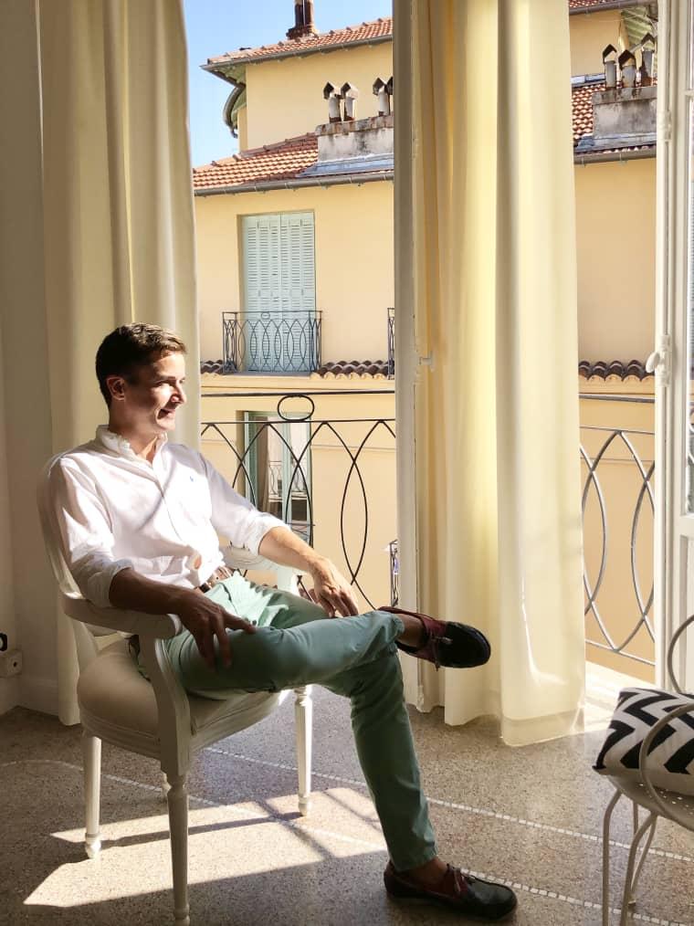 Căn hộ rộng 43m2 được chàng trai Pháp cải tạo đẹp xinh tuyệt vời với ánh nắng luôn ngập tràn - Ảnh 3.