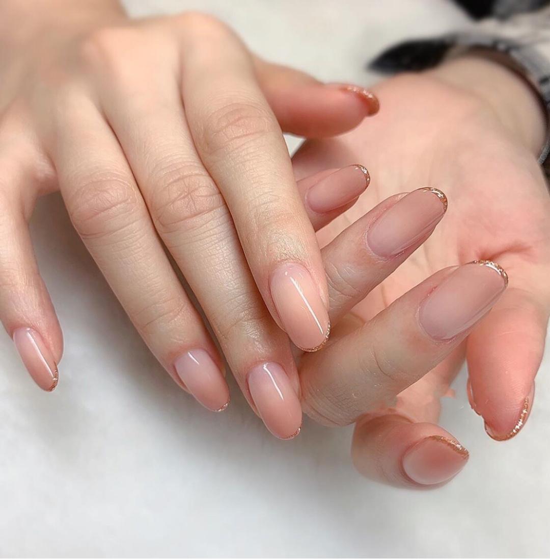 Gợi ý loạt mẫu nails vùa xinh lại đơn giản dành cho các cô dâu  - Ảnh 2.