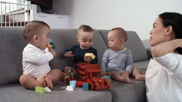 Trẻ đang chơi mà chán, đưa cho con món đồ chơi khác không phải ý hay, đây mới là việc bố mẹ nên làm - Ảnh 3.
