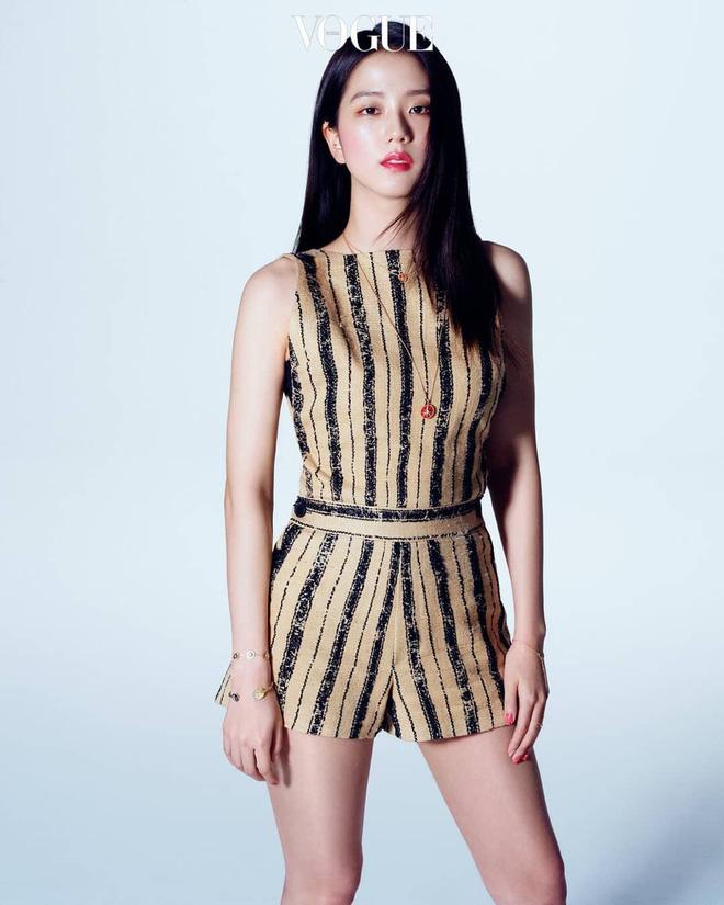 """Đẹp như hoa hậu nhưng ăn vận quá an toàn, Ji Soo thất thế trước Angela Baby với màn """"biến hình"""" xinh như tiên tử - Ảnh 1."""