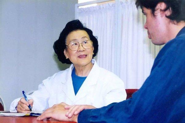 """80 tuổi vẫn sử dụng máy tính, 96 tuổi da dẻ vẫn mịn màng như gái 18, bác sĩ TQ tiết lộ bí quyết đến từ """"3 món không ăn, 4 việc đừng làm"""" - Ảnh 2."""