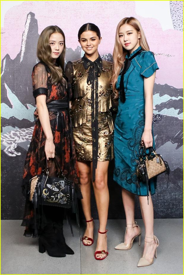"""Sao Âu Á chung khung hình tại Fashion Week: Sao Á không ít lần bị """"dìm"""" nhưng vẫn có những màn """"phản đòn"""" khiến fan nở mày nở mặt - Ảnh 1."""