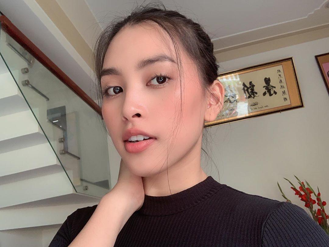 Hoa hậu Tiểu Vy tiết lộ bí mật về hàng lông mày tự nhiên giúp cô chẳng cần tô vẽ vẫn tự tin ra đường - Ảnh 1.