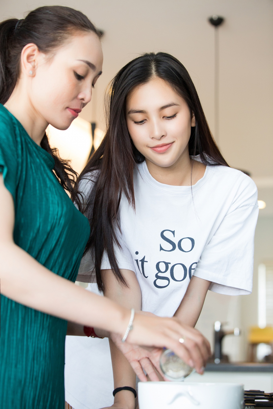 Hoa hậu Tiểu Vy tiết lộ bí mật về hàng lông mày tự nhiên giúp cô chẳng cần tô vẽ vẫn tự tin ra đường - Ảnh 3.