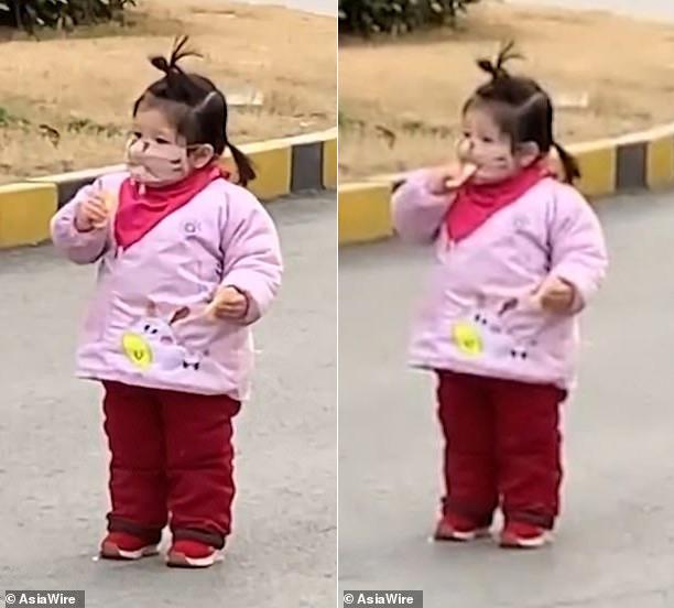 Cô bé gây bão mạng vì cố gắng ăn bánh khi đang đeo khẩu trang - Ảnh 1.