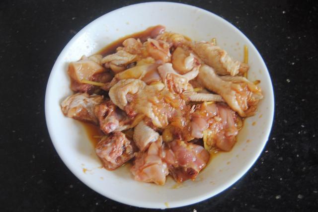 Lười rửa chén thì bữa tối nấu cơm gà hấp nấm đảm bảo nhàn tênh! - Ảnh 3.