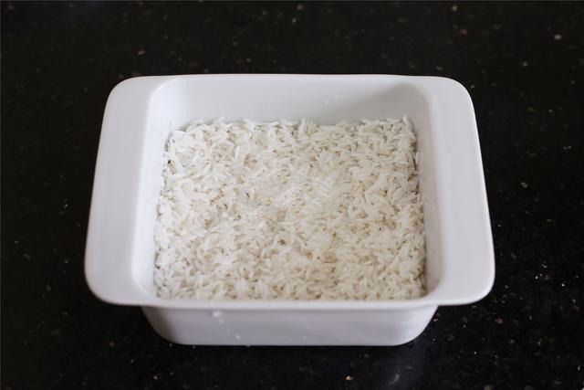 Lười rửa chén thì bữa tối nấu cơm gà hấp nấm đảm bảo nhàn tênh! - Ảnh 4.