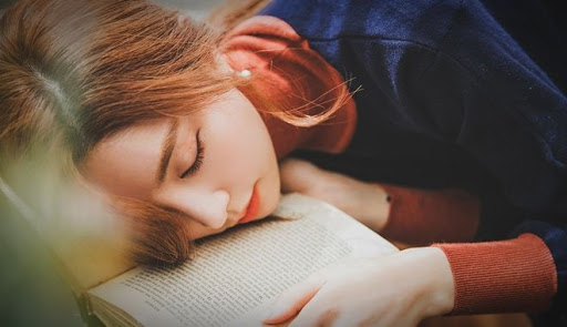 Đêm nào đi ngủ cũng thấy 4 tín hiệu này chứng tỏ cơ thể bạn đang ngày một lão hóa, cần nhanh chóng thay đổi - Ảnh 1.