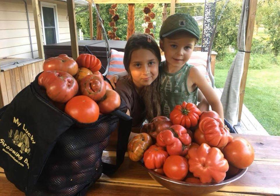 Khu vườn xanh tươi của ông bố cặm cụi trồng giúp 3 cô con gái xinh đẹp có thêm bài học hay về cuộc sống - Ảnh 4.