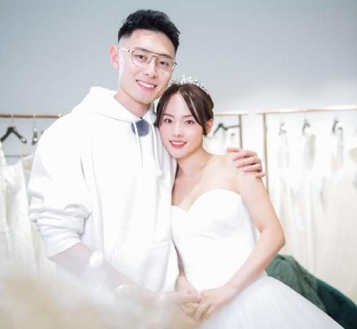 Những cặp đôi trong làng giải trí lĩnh chứng nhiều năm nhưng lại chưa tổ chức hôn lễ - Ảnh 1.