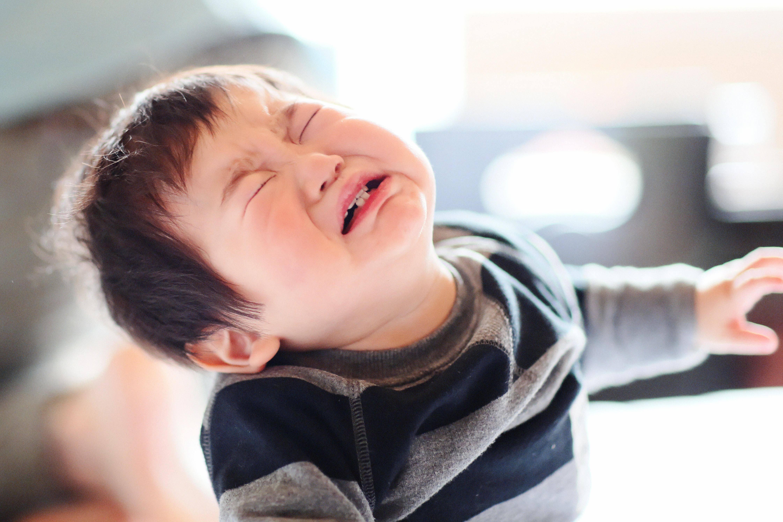 Nếu thấy con trai khóc, bố mẹ đừng vội mắng yếu đuối, hãy để con mạnh dạn thể hiện cảm xúc bởi những nguyên nhân quan trọng sau - Ảnh 2.
