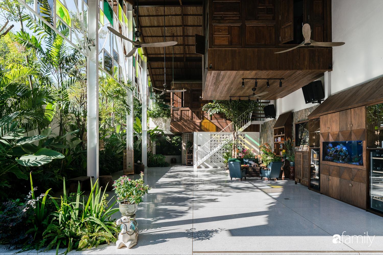 Ngôi nhà gỗ với thiết kế giống tổ chim đẹp như resort nghỉ dưỡng đậm chất thơ trong lòng Sài Gòn - Ảnh 10.