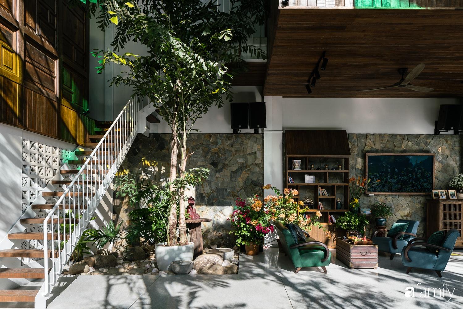 Ngôi nhà gỗ với thiết kế giống tổ chim đẹp như resort nghỉ dưỡng đậm chất thơ trong lòng Sài Gòn - Ảnh 7.