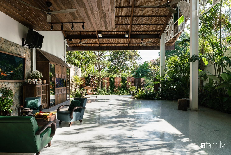 Ngôi nhà gỗ với thiết kế giống tổ chim đẹp như resort nghỉ dưỡng đậm chất thơ trong lòng Sài Gòn - Ảnh 8.