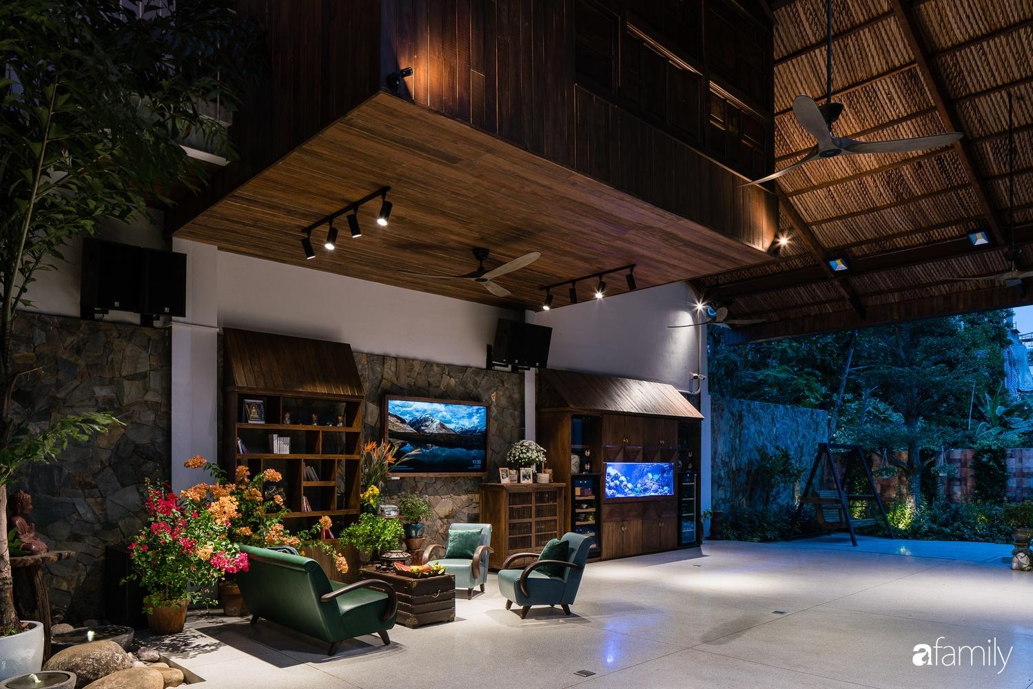 Ngôi nhà gỗ với thiết kế giống tổ chim đẹp như resort nghỉ dưỡng đậm chất thơ trong lòng Sài Gòn - Ảnh 9.
