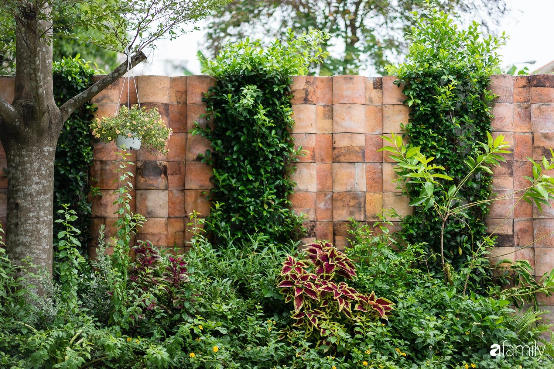 Ngôi nhà gỗ với thiết kế giống tổ chim đẹp như resort nghỉ dưỡng đậm chất thơ trong lòng Sài Gòn - Ảnh 2.