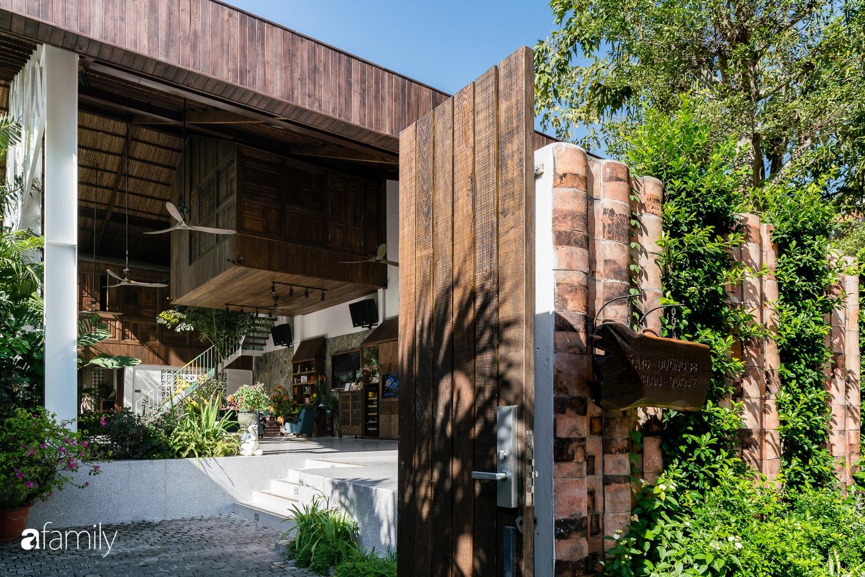 Ngôi nhà gỗ với thiết kế giống tổ chim đẹp như resort nghỉ dưỡng đậm chất thơ trong lòng Sài Gòn - Ảnh 3.