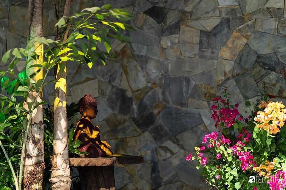 Ngôi nhà gỗ với thiết kế giống tổ chim đẹp như resort nghỉ dưỡng đậm chất thơ trong lòng Sài Gòn - Ảnh 12.