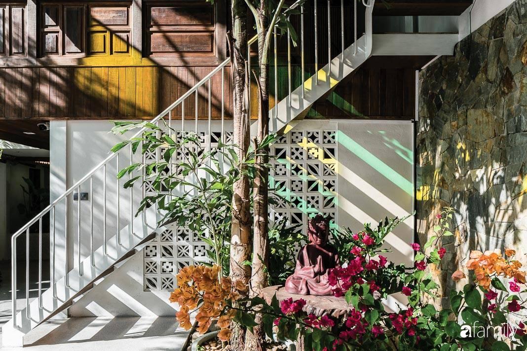 Ngôi nhà gỗ với thiết kế giống tổ chim đẹp như resort nghỉ dưỡng đậm chất thơ trong lòng Sài Gòn - Ảnh 11.