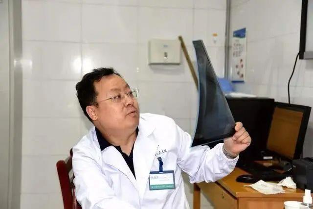Phát hiện ung thư gan ở độ tuổi 42, hai vợ chồng sốc nặng khi nghe bác sĩ chẩn đoán lý do xuất phát từ vật dụng mà trên mâm cơm nhà nào cũng có - Ảnh 2.