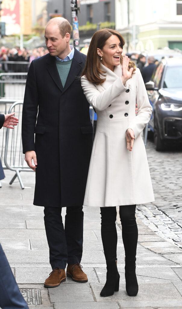Công nương Kate đúng là mặc đẹp từ trong trứng nước: Nhìn màn diện lại áo cũ 13 năm, đụng hàng với Công chúa Eugeine là rõ - Ảnh 1.