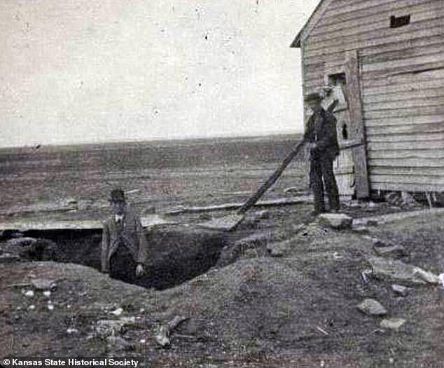 Từng là mồ chôn tập thể các nạn nhân, nhà của gia đình những kẻ giết người hàng loạt đầu tiên của Mỹ được rao bán với giá hàng chục tỷ đồng - Ảnh 4.